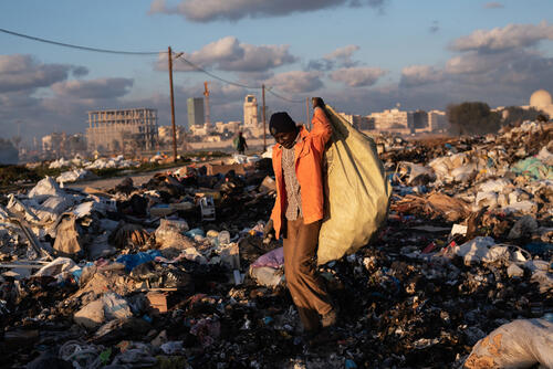Malian refugee Mohammed collecting scrap metal – Tripoli, Libya, 17 January 2020