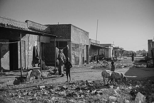Families seeking shelter in abandoned shops and factories in the nearby Bentiu town