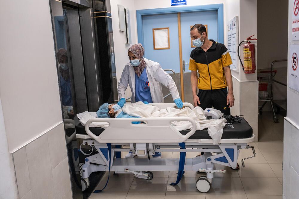 Treating child injuries in blockaded Gaza 09