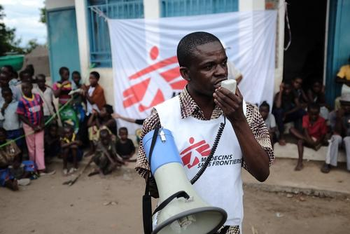 MSF Health promoter working with a community in the DRC on the transmission of HIV/AIDS.