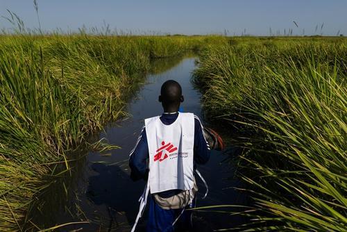 An MSF staff member near Kok Island, South Sudan