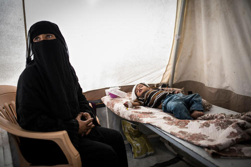 A mother watches over her sick child at the MSF cholera treatment centre in Ibb Governorate.