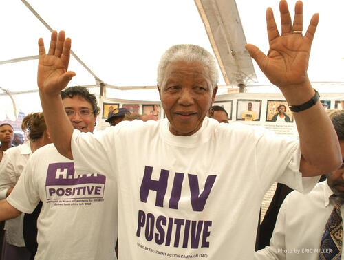 Nelson Mandela visiting MSF projects in Khayelitsha, South Africa w/ credit
