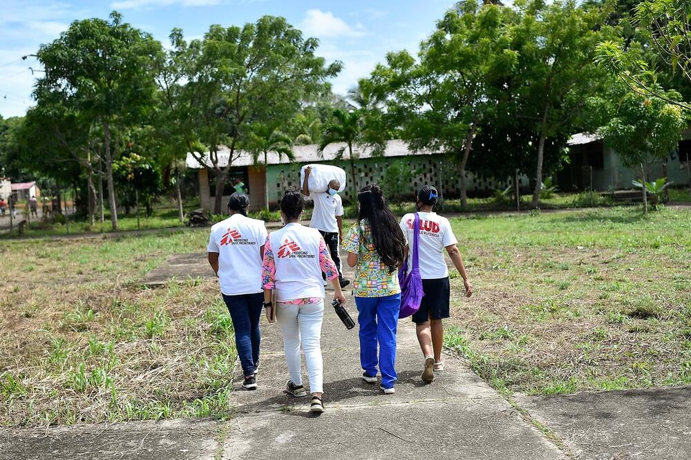 MSF health promotion teams go house-to-house donating mosquito nets to communities in Sucre