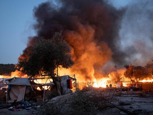 Fire engulfs Moria camp