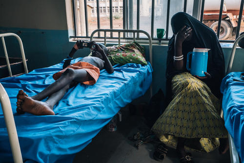 A patient in the meningitis treatment centre run by MSF in Sokoto Mutalah Mohamad Hospital, Nigeria.
