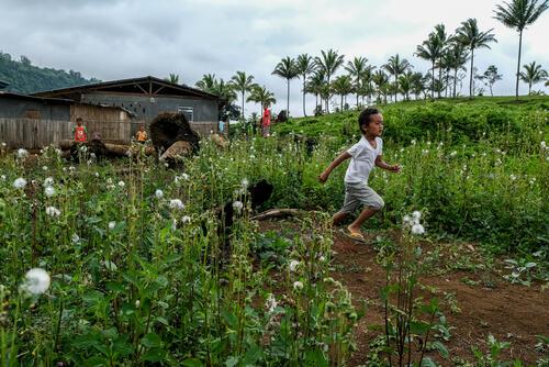 Children playing near Sagunsungan temporary shelter – Lanao del Sur, Philippines, 23 January 2020