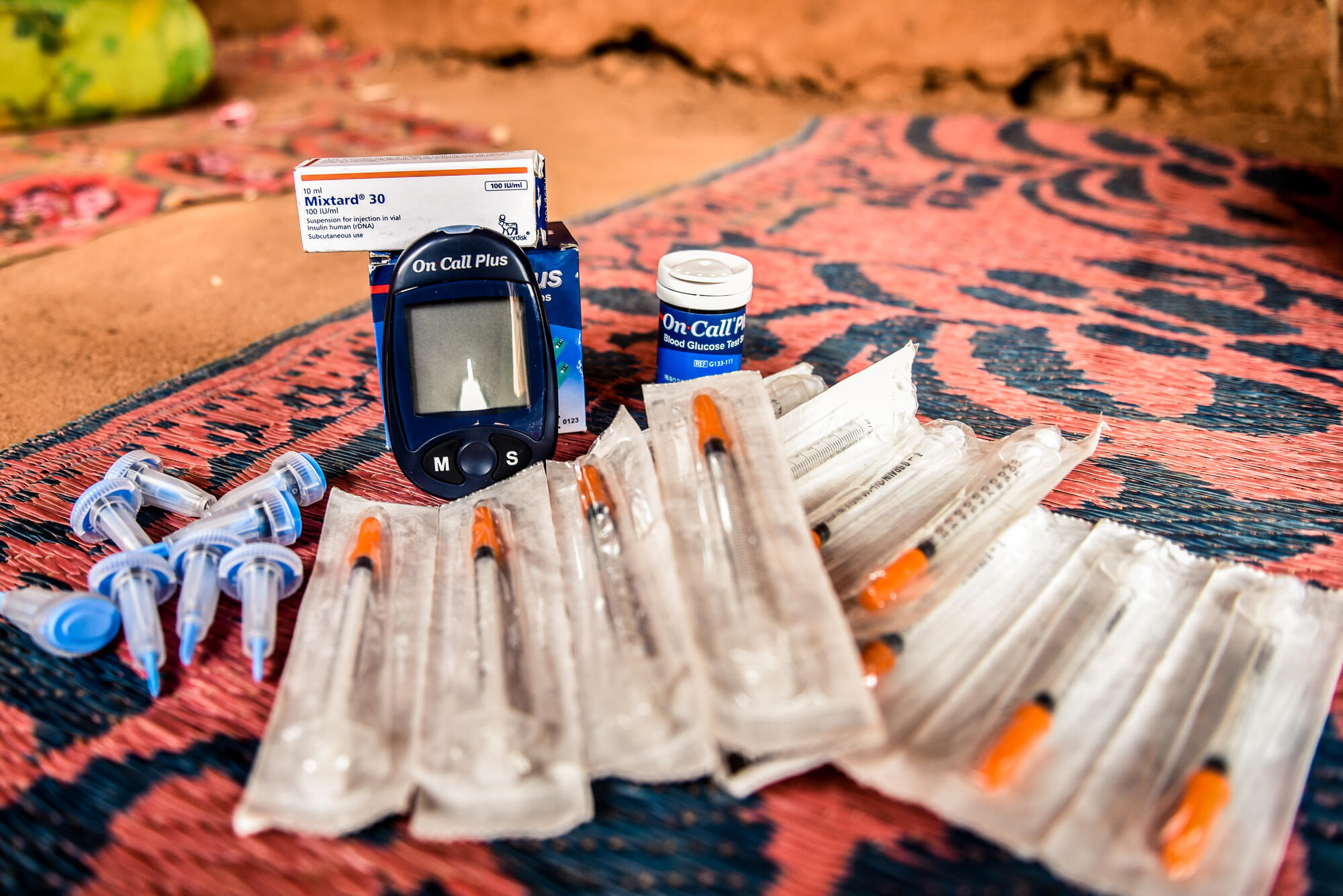 A treatment kit for patients with type 1 diabetes including a glucometer and glucometer strips, needles, insulin among others.