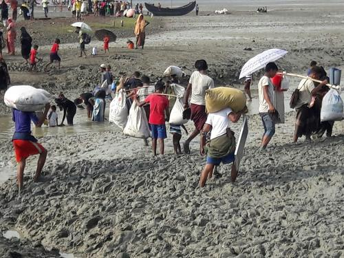 Refugees Fleeing into Bangladesh