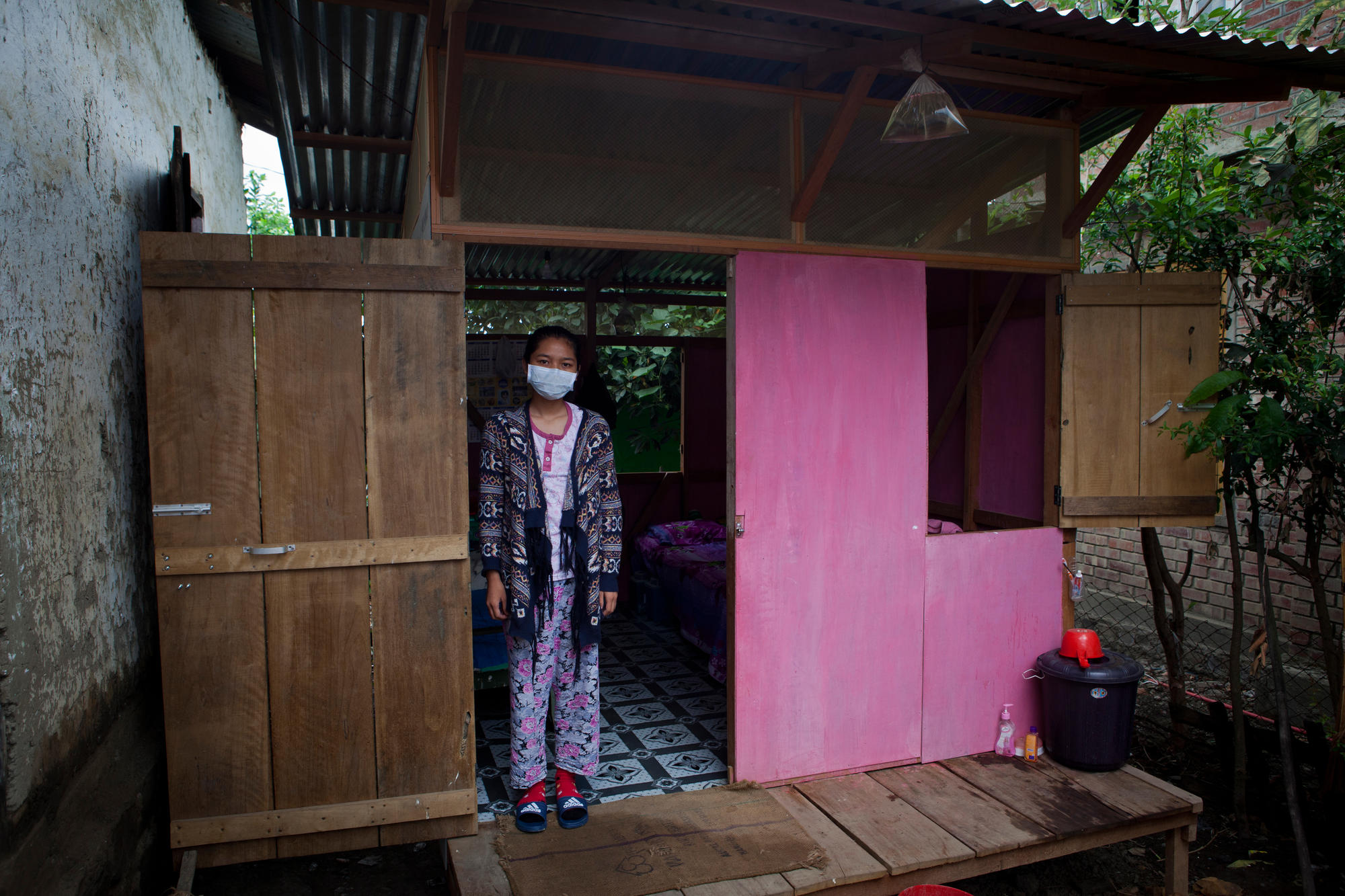 Grace is an MDR-TB patient who receives a daily injection from an MSF nurse.