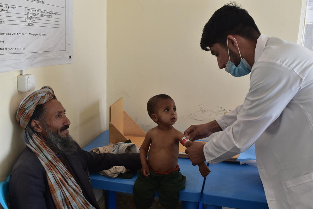 A nurse checks a child for signs of malnutrition at the MSF clinic in Kahdestan