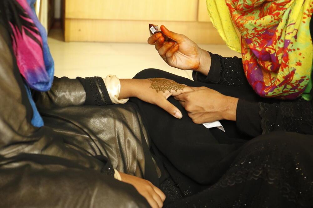 Henna activity, Adolescent support group, Kamrangirchar