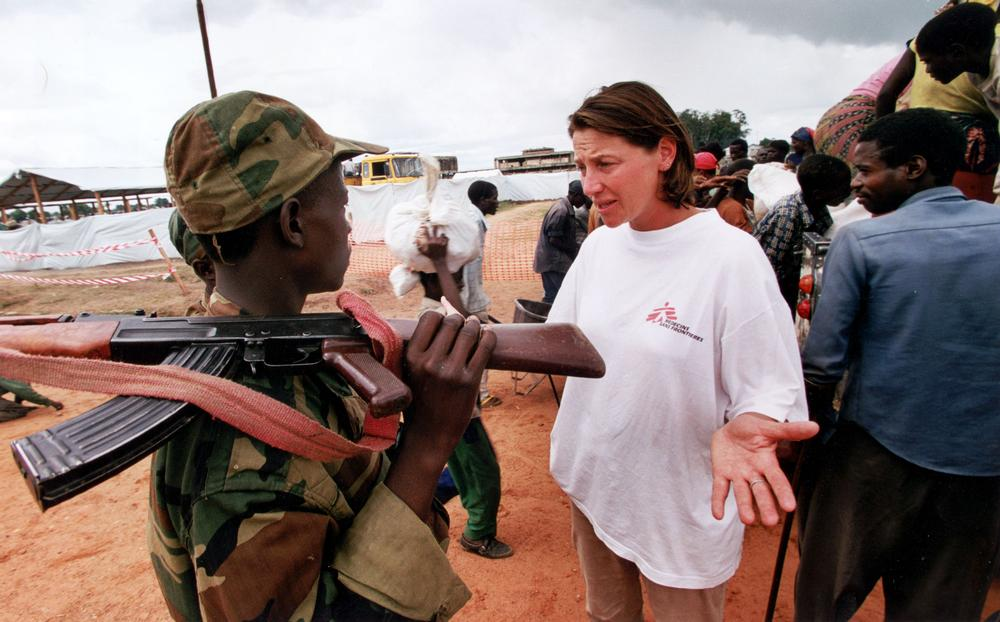 An MSF health worker discusses problems with an armed soldier in Angola, 1999.