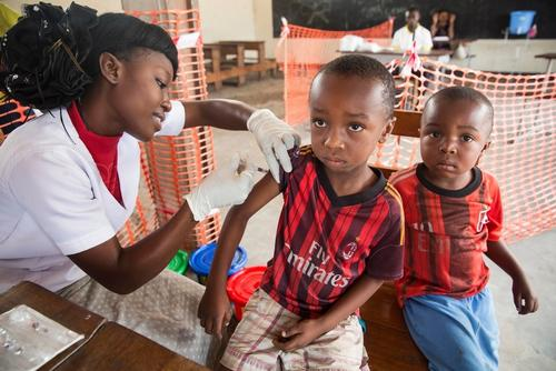 Yellow Fever Vaccination in Kinshasa
