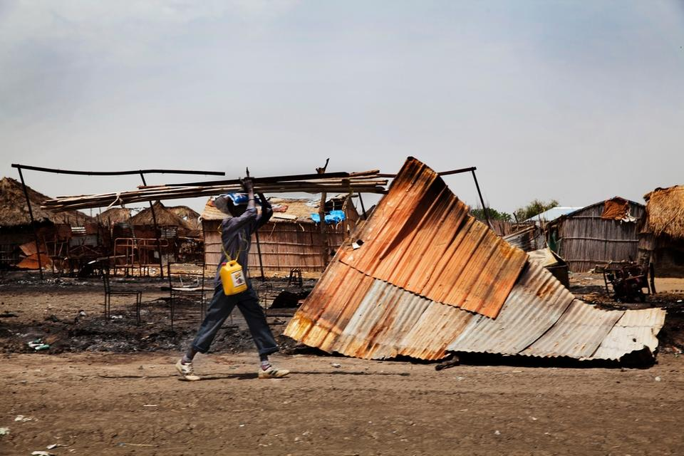 The South Sudanese key strategic town of Malakal came under attack on February 18. The clashes between government and opposition forces forced thousands of people to flee to other locations or to the UN compound in the town.