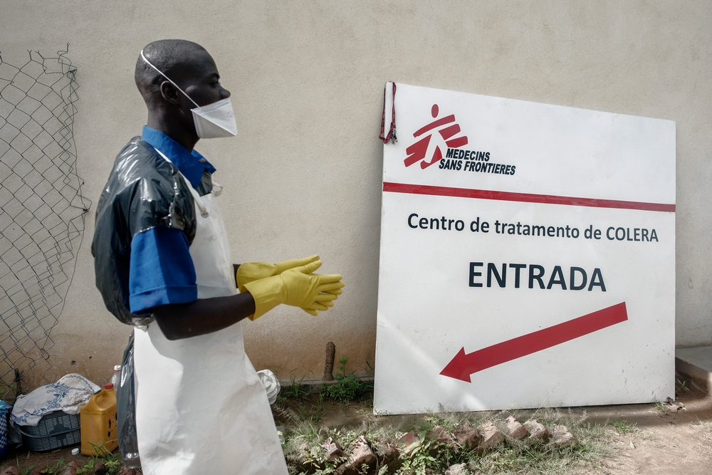 Entrance to the cholera treatment centre managed by MSF in Tete district in Mozambique. Photo: Luca Sola
