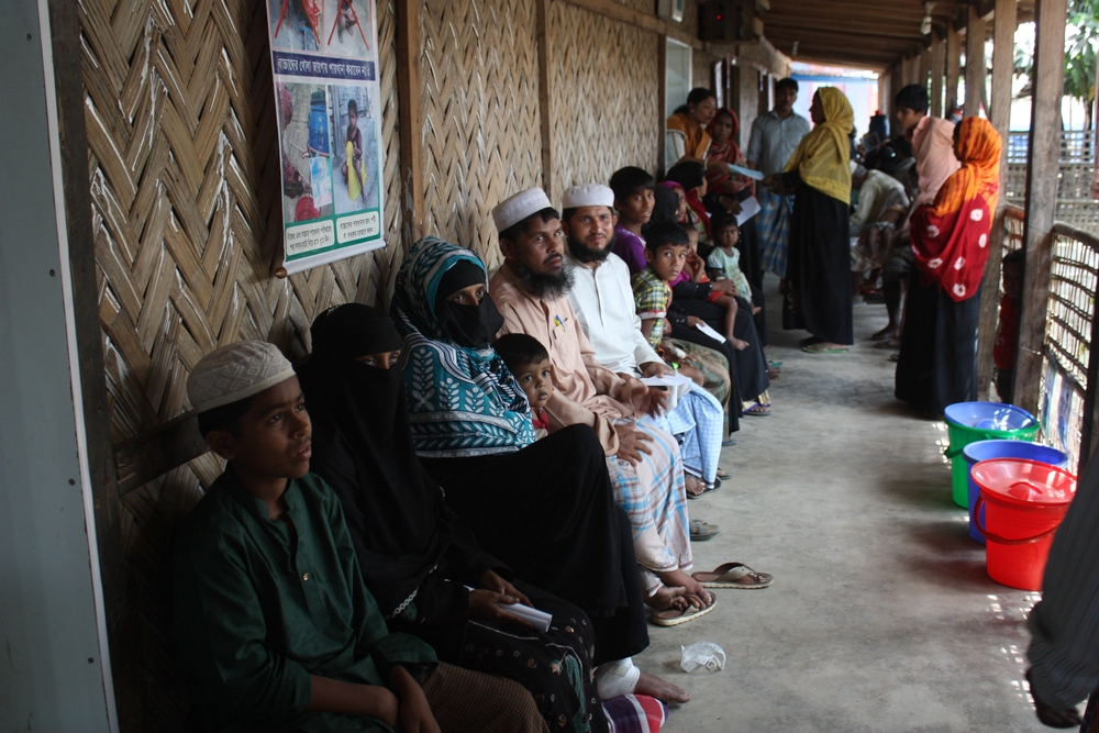 Waiting outside the Accident and Emergency room of the MSF clinic in Kutupalong, Cox's Bazaar, Bangladesh.