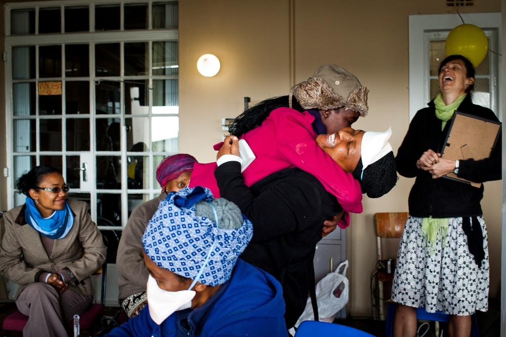 Oslava na TBC klinice Lizo Nobanda. Foto © Sydelle WIllow Smith