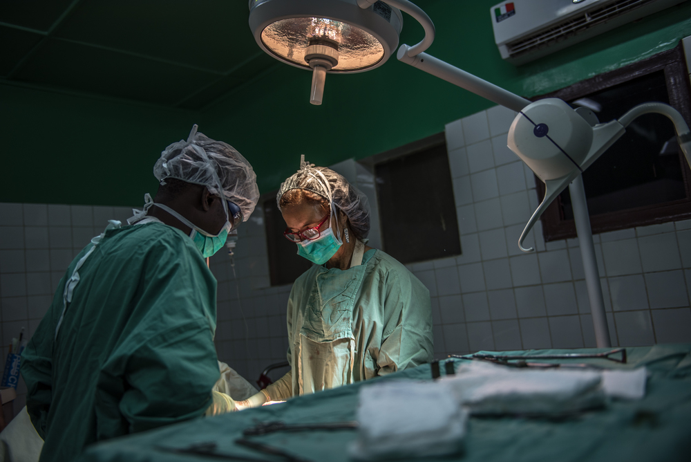 An MSF surgical team perform a caesarean section at the Castor Maternity Hospital.