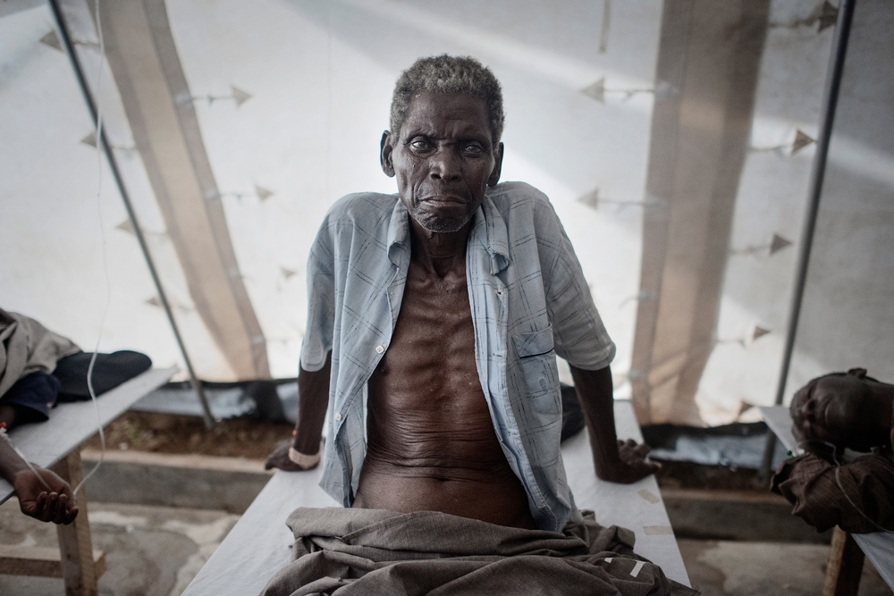 Daniel Bila, 71 year old, from Samoa Machel area, being treated in the Cholera Treatment Center set up by MSF (Médecins Sans Frontières) and co-managed with the Mozambican ministry of Health in Tete district which is the most affected area in the country. Photo: Luca Sola