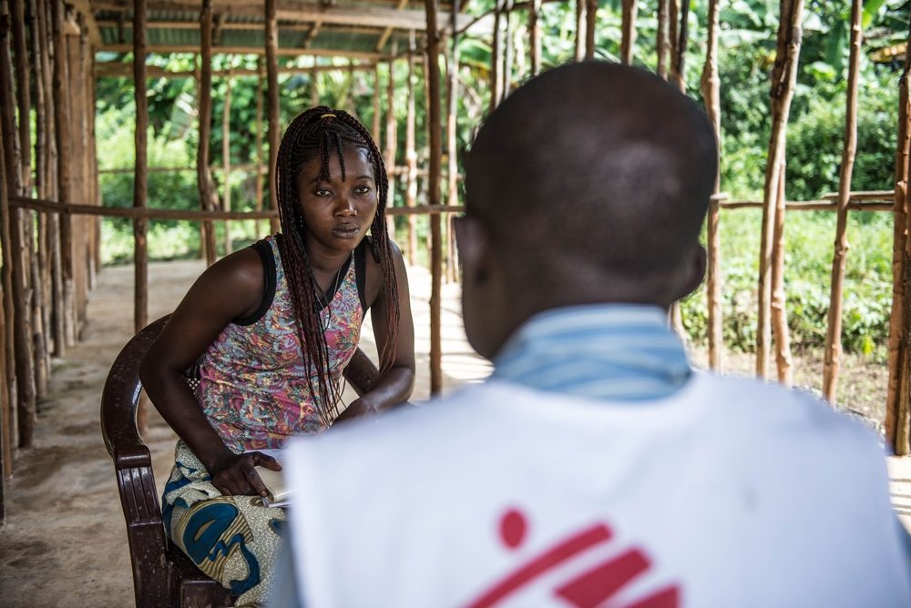 Twenty-four-year-old Ebola survivor Aminata Koroma undergoes a counselling session with MSF counsellor Abdul Sesay during an MSF outreach visit.