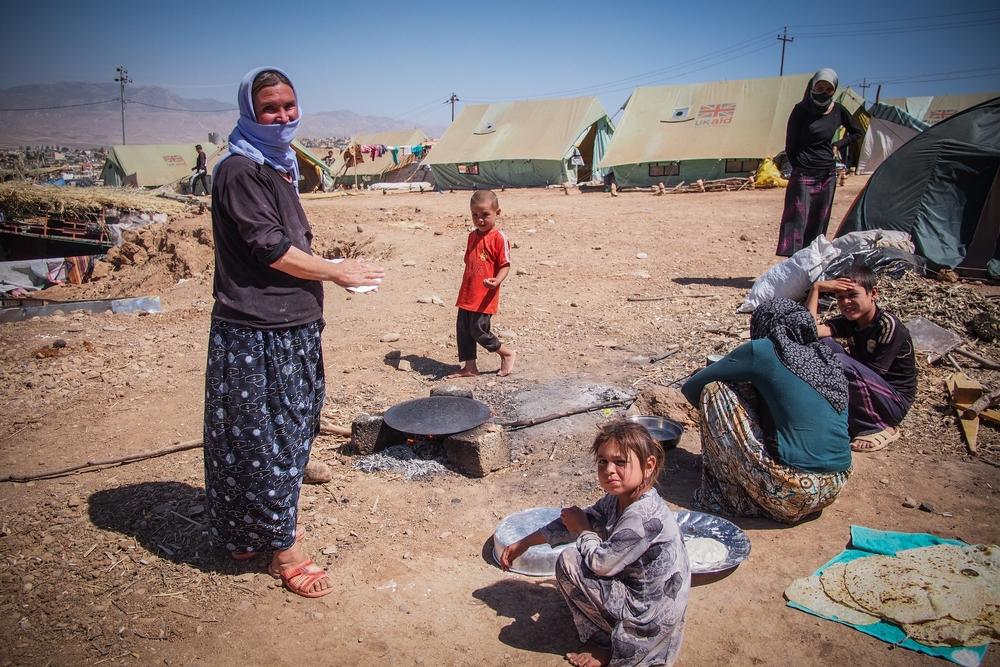 Mnoho rodin se usadilo v Sharyje a žije pod stany, které poskytují jen malou ochranu před nepříznivým počasím.
