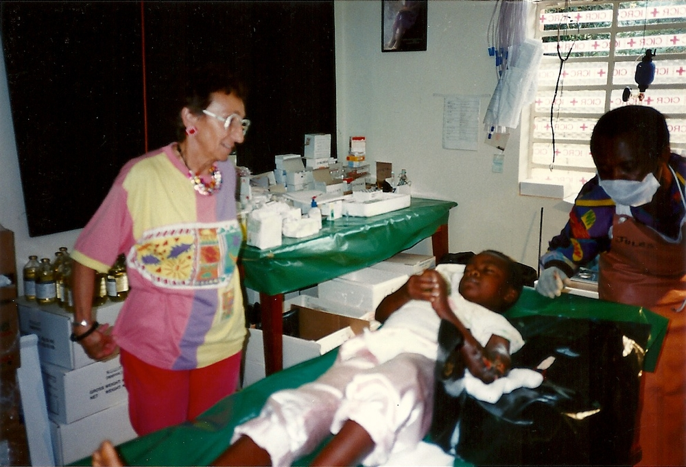 Madeleine Boyer (nurse anesthetist) at the bedside of a young patient