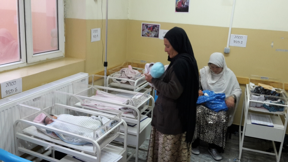 Matky s novorozenci v nemocnici v Dasht-e-barchi v afghánském Kábulu.