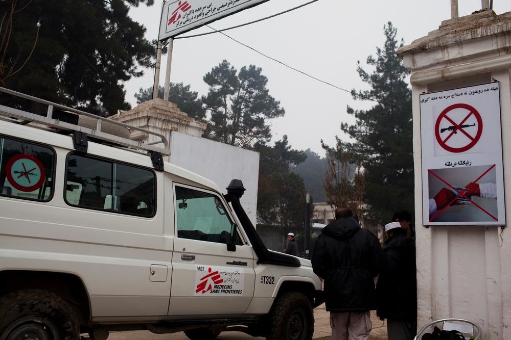 Brána do nemocnice Lékařů bez hranic v Kundúzu.