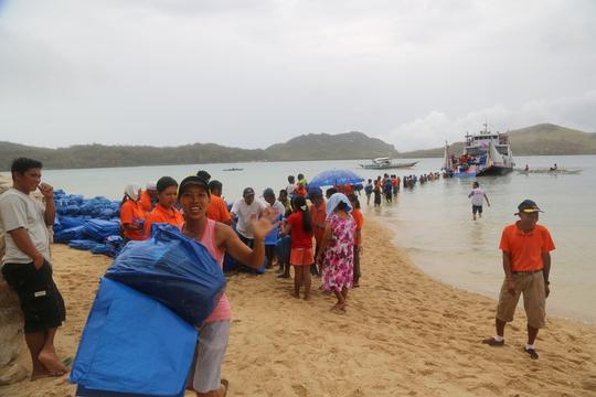 NFI distribution by boat around Panay island