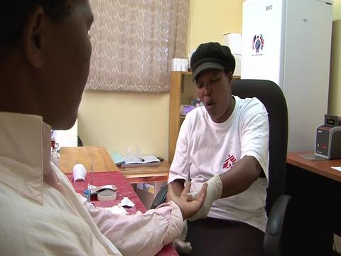 Swaziland - Community takes part in treatment