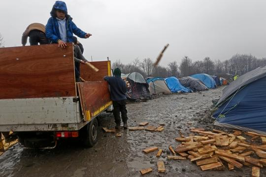 Grande-Synthe refugee camp Dunkirk - Jan 2016