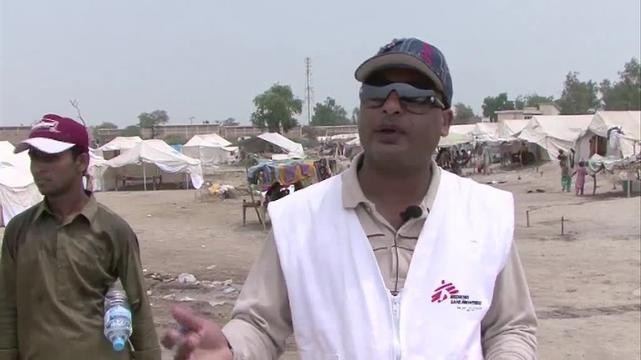 Mobile clinics treat displaced communities in Sukkur, Pakistan.