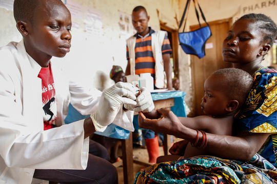 MSF doctor testing a patient for malaria.