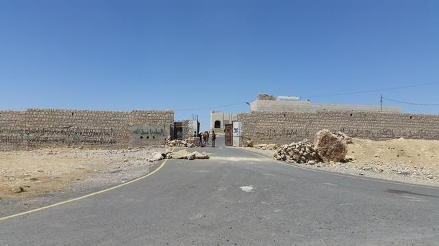 On the road between Khamer and Huth, Yemen