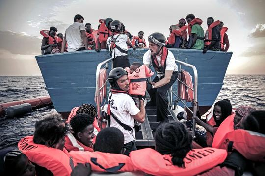 Nearly 2,000 rescued in one day, 720 brought aboard the M/V Aquarius - 03 October 2016