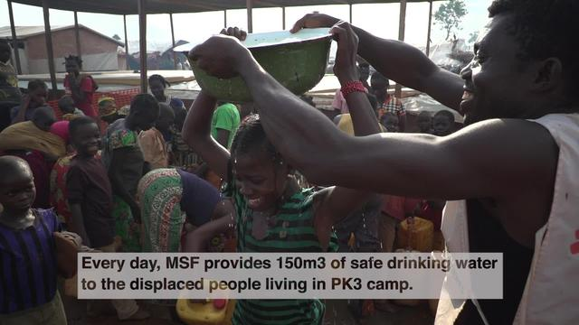 SHORT CLIP: MSF supplies water to IDPs in PK3, Bria, CAR (ENG)