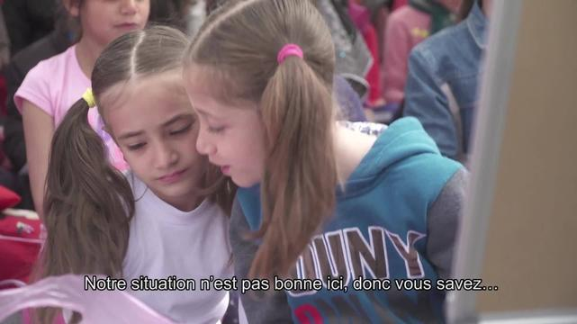 WEBCLIP: Sara & Shole, refugees set up school for kids at Piraeus port, Greece (FR)