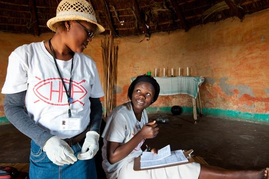 Nelisiwe Ziqugu and her colleague Thobile, Community Health Agents, doing door to door HIV testing. KwaZulu Natal, South Africa. (MSB2612 )