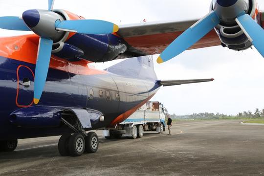 Roxas - Unload of NFI from a cargo aircraft at the airport