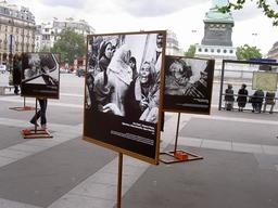 France, Paris, place de la Bastille, photo exhibition Acteurs d'Urgence (Magnum images), Alain Fredaigue / MSF, july 2004.