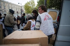 France, Paris, NFI distribution to Afgan refugees by MSF and 2 other associations, Dragan Lekic, nov 2009.