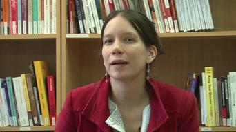 Dr Anja Gao, paediatrician in Khameer, explains difficulties with patient referral (ARABIC)