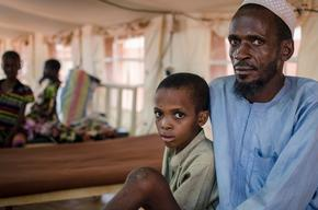 Ousman and his father Adou at the MSF paediatric facility in Bria