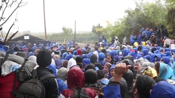People trapped in Azaz urgently need safe haven: Turkey and the EU must open their borders