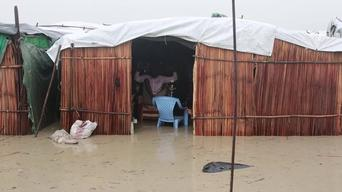 VINE clip: Bentiu South Sudan - Floods inside the UN Internally Displaced People's camp