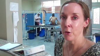 Anne-Marie Pegg, doctor and PC in Aden, explains activities in MSF hospital, notably non-violence related trauma victims (ARABIC)