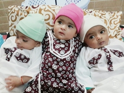 Malnourished triplets treated in Pakistan