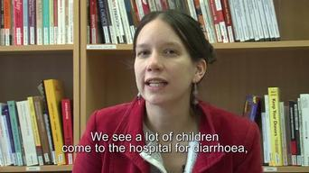 Dr Anja Gao, paediatrician, talks of acute malnutrition in Khameer (ENG)