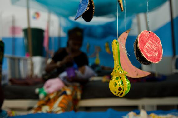 Baby mobiles created by the psycho-social team with patients family in order to stimulate malnourished babies.  Photo: Natacha Buhler/MSF